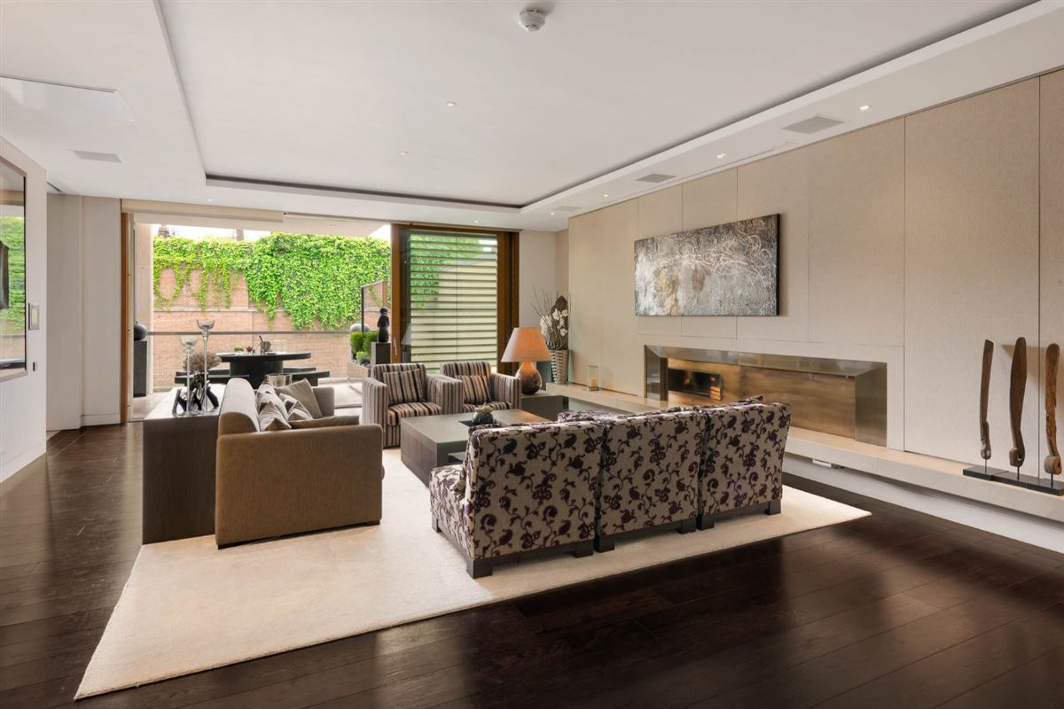 Luxury homes exceptional three bedroom lateral apartment