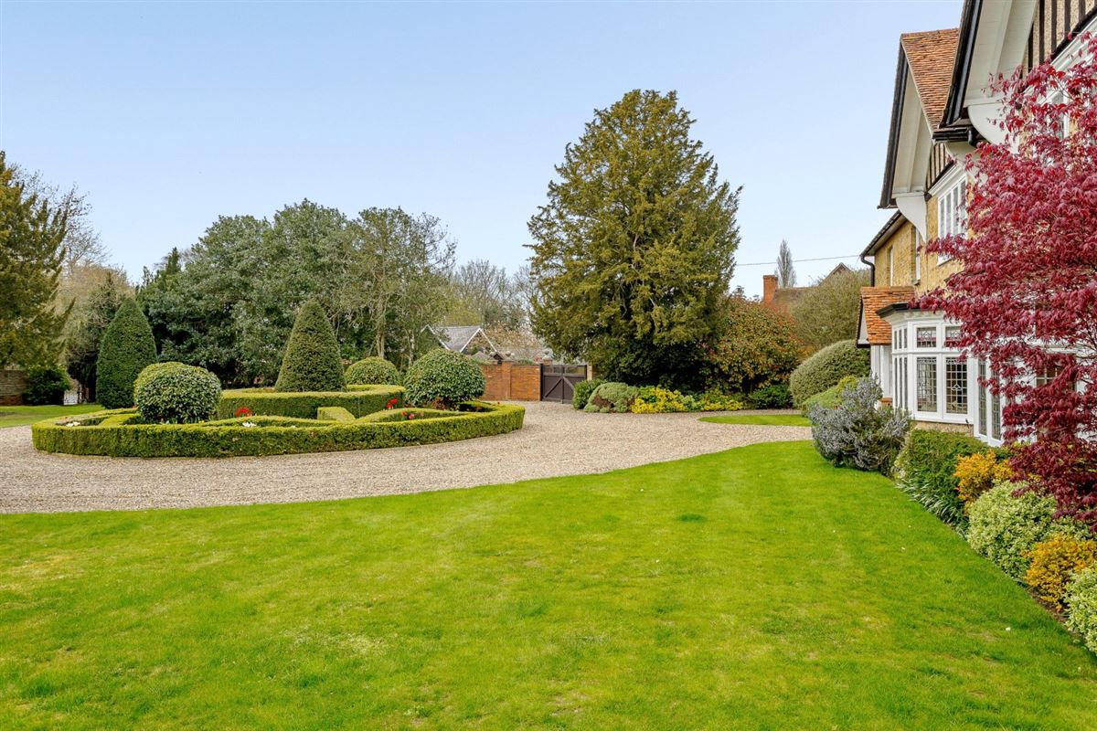 Luxury properties Nine Ashes Farmhouse is a substantial property on lovely grounds