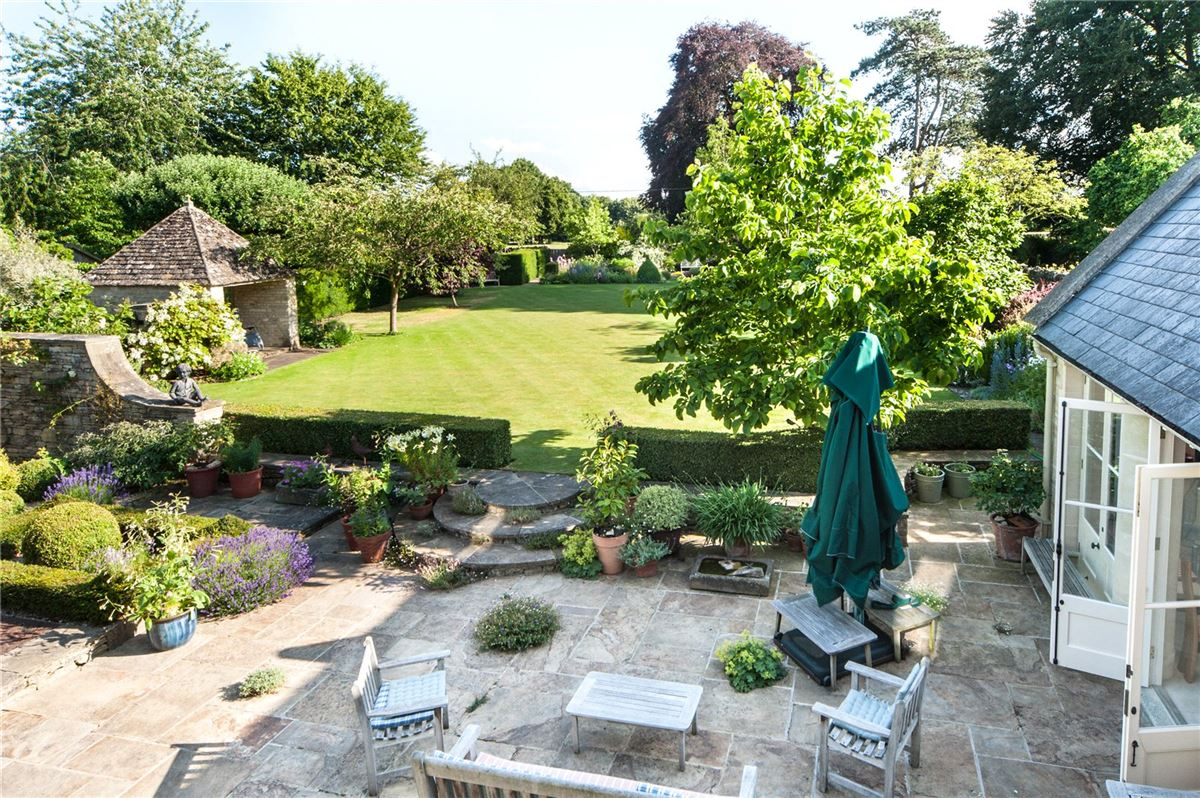 A charming Old Rectory with a beautiful garden luxury real estate