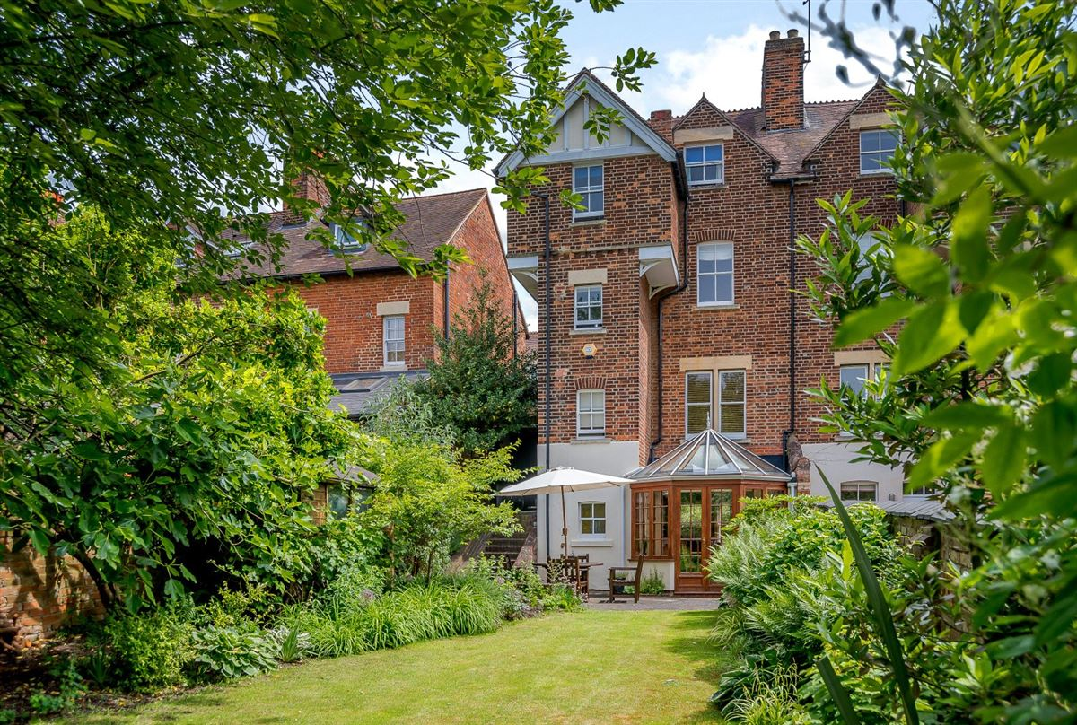 Lovely Victorian Home With Beautiful Gardens United Kingdom