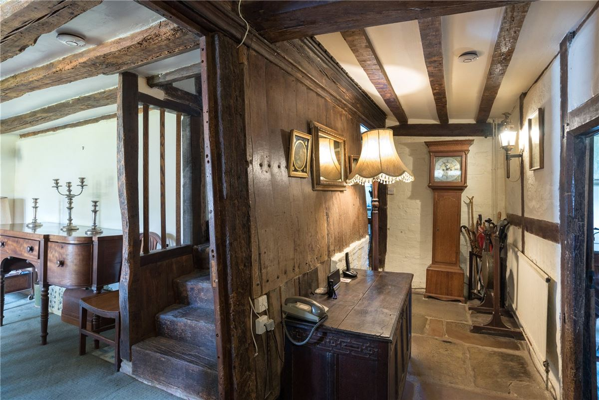 Mansions A wonderful and historic farmhouse with traditional stables and a Kentish barn