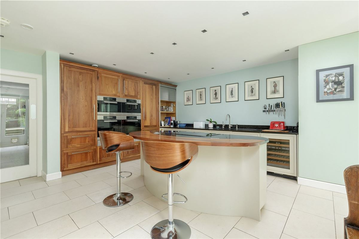 Luxury homes exceptional six bedroom full townhouse