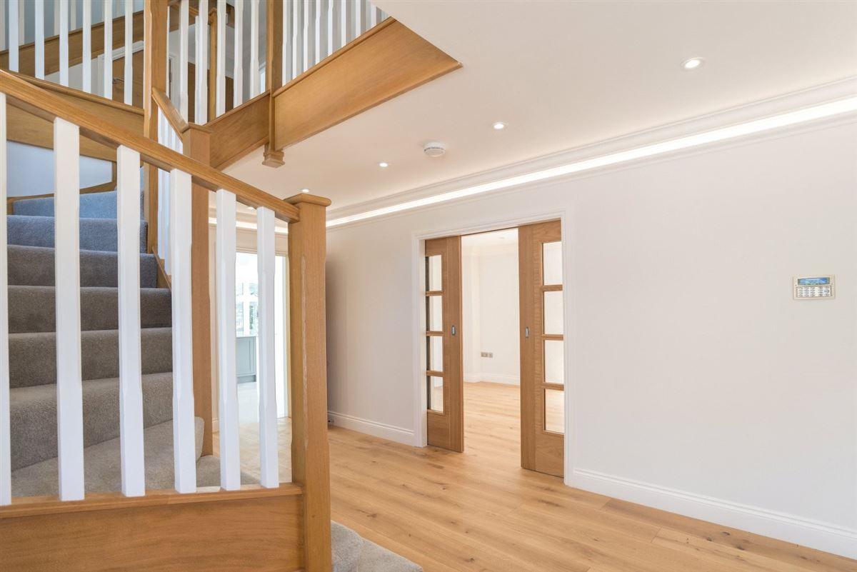 Luxury properties exquisite home in Heron Mews