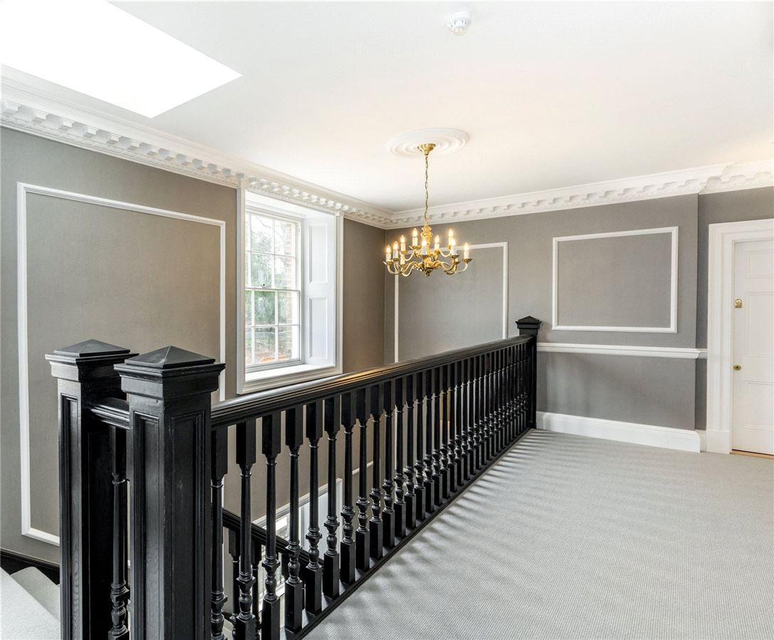 Luxury homes in three bedroom penthouse in Harefield Place United Kingdom