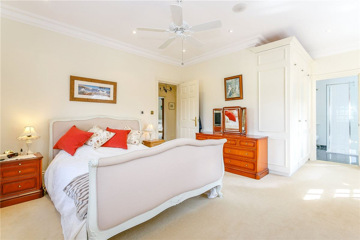 Mansions exceptional 5 bedroom family home
