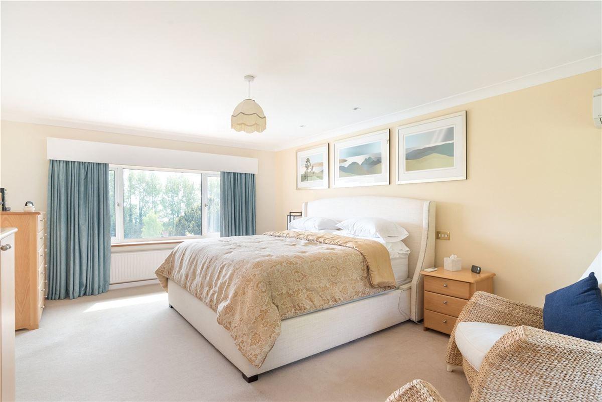 Luxury properties Aston House