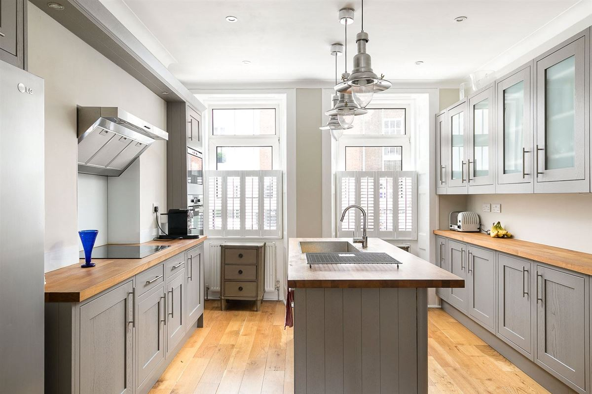 Luxury homes charming townhouse in the heart of Chelsea