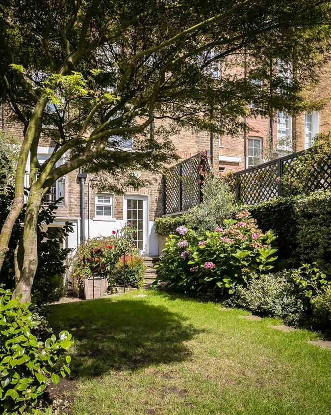Mansions in charming townhouse in the heart of Chelsea