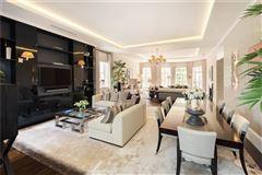 Mansions in exquisite first floor apartment