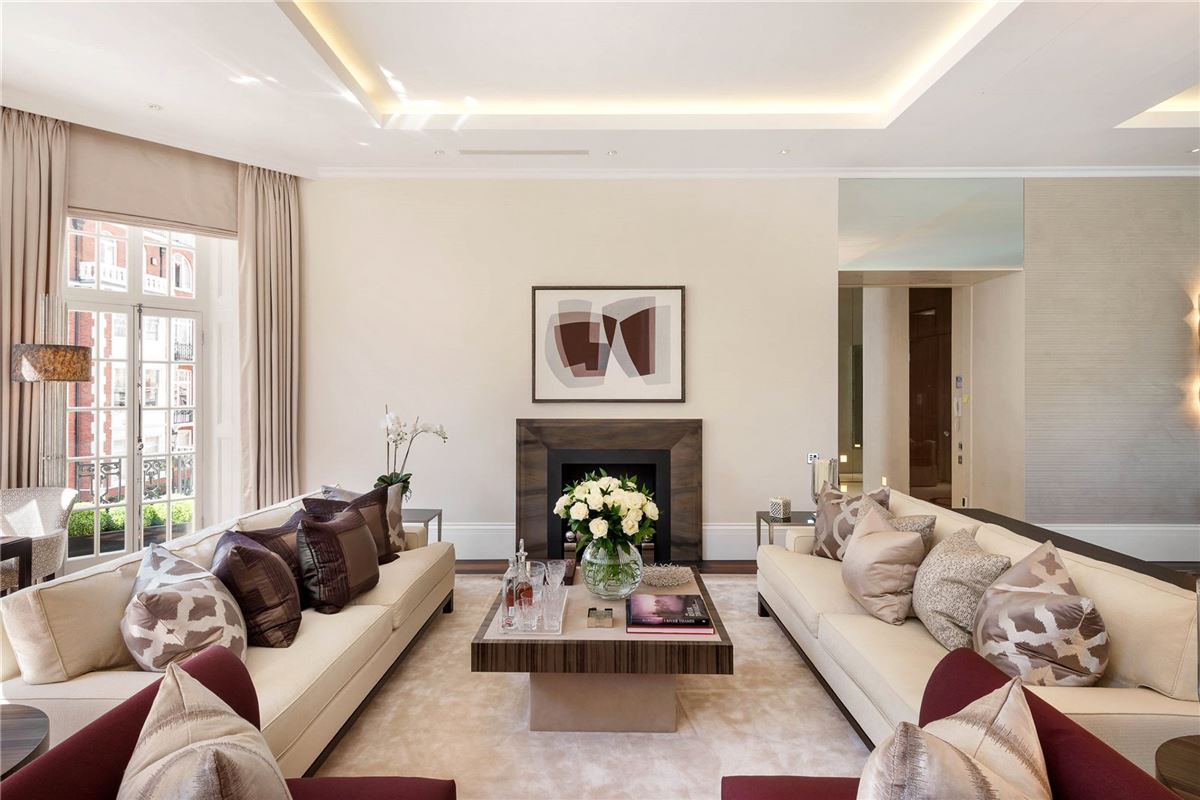 exquisite first floor apartment mansions