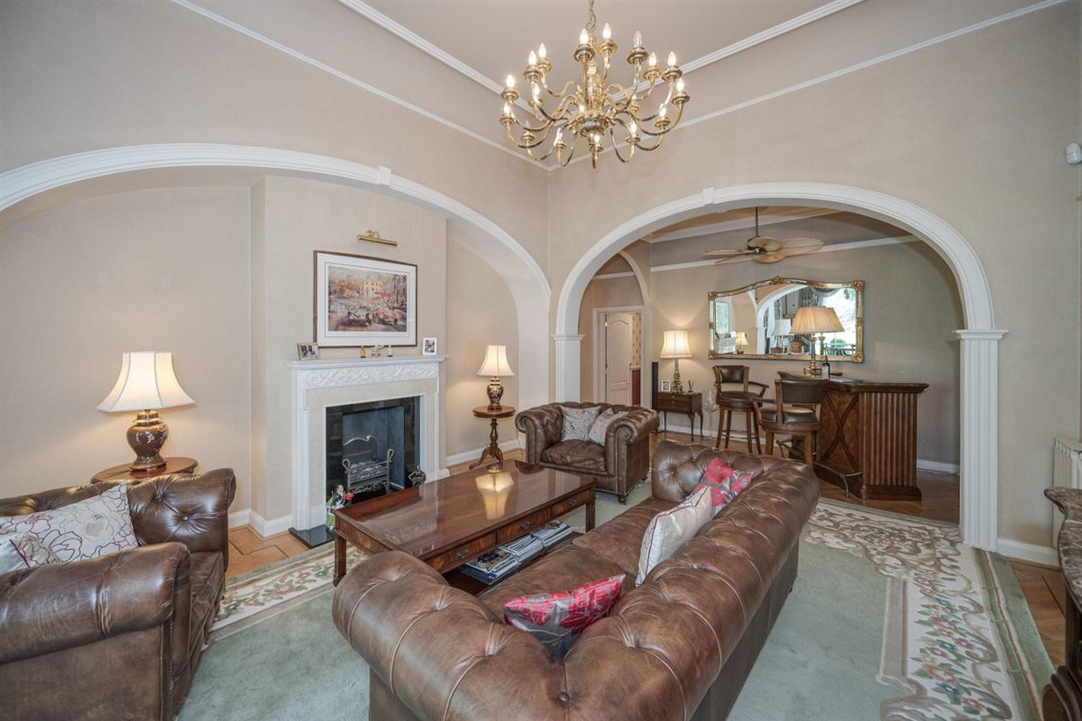 Luxury homes superbly appointed apartment