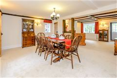 Luxury homes Ewshot Cottage