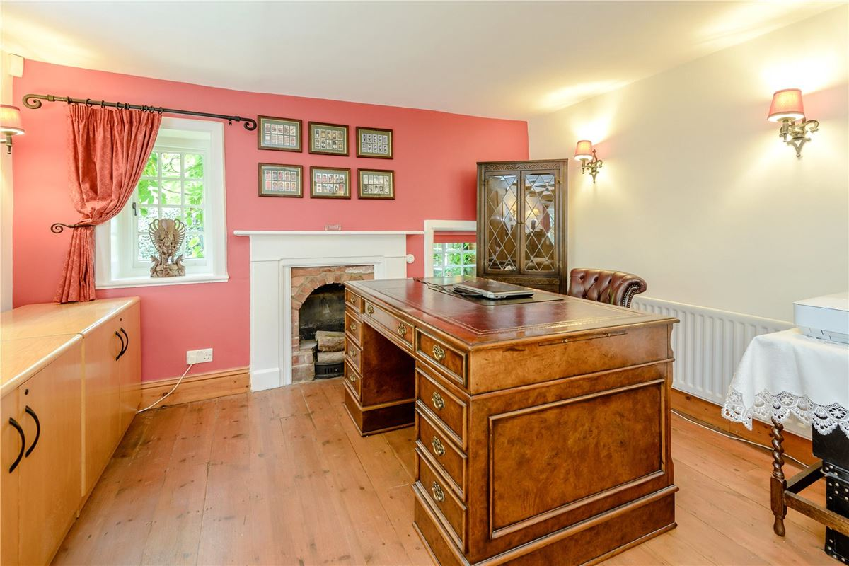 Ewshot Cottage luxury homes