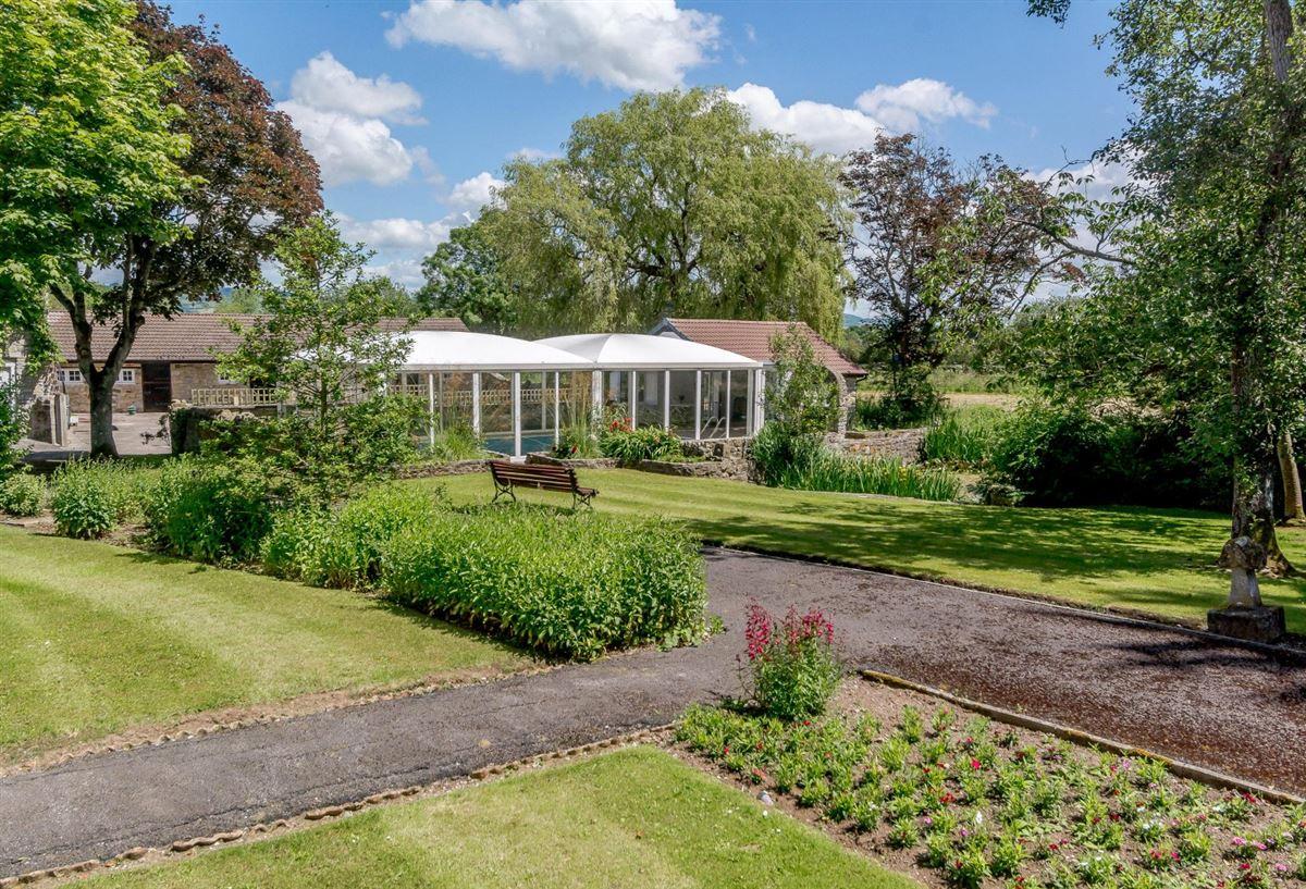 Mansions in Manor Farm