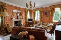 Luxury properties Cholderton House