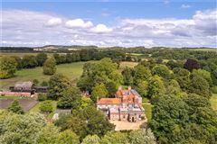 Luxury homes in Cholderton House