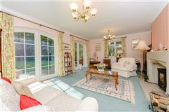 Luxury homes in a delightful and spacious home set in a peaceful location