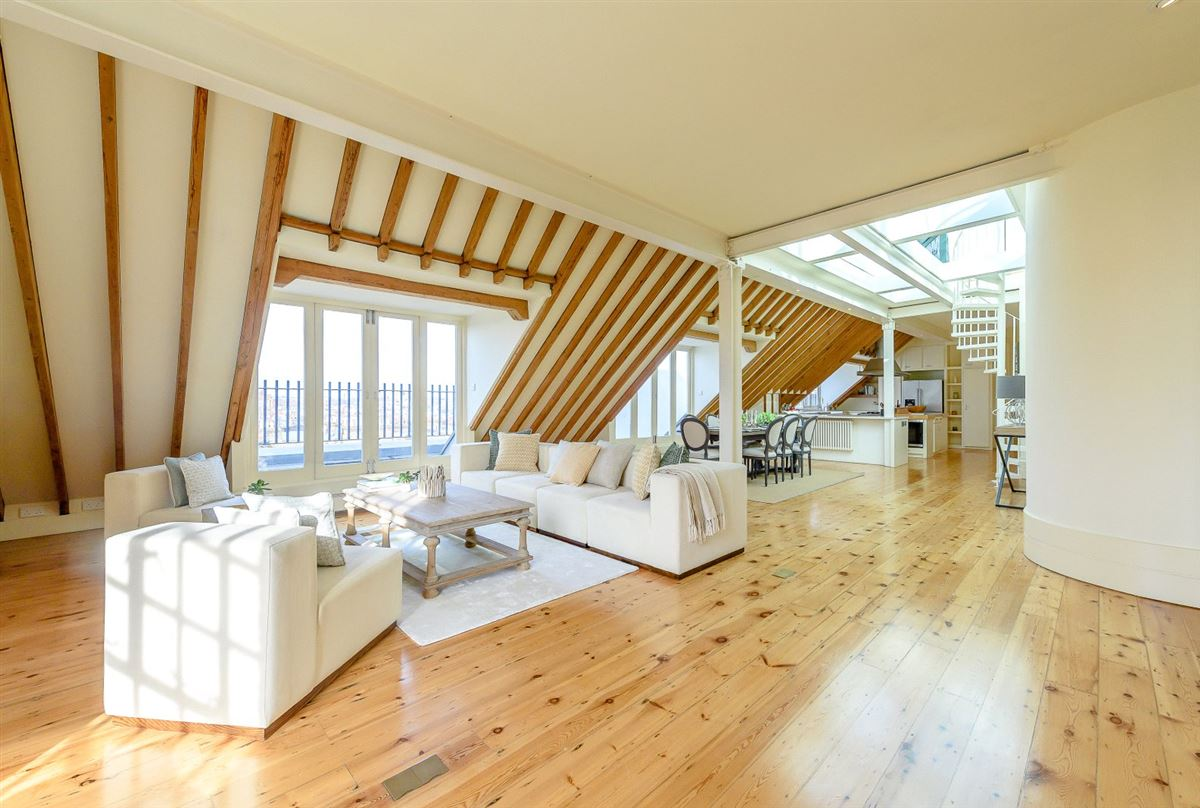 A truly spectacular and absolutely unique three bedroom warehouse conversion luxury homes
