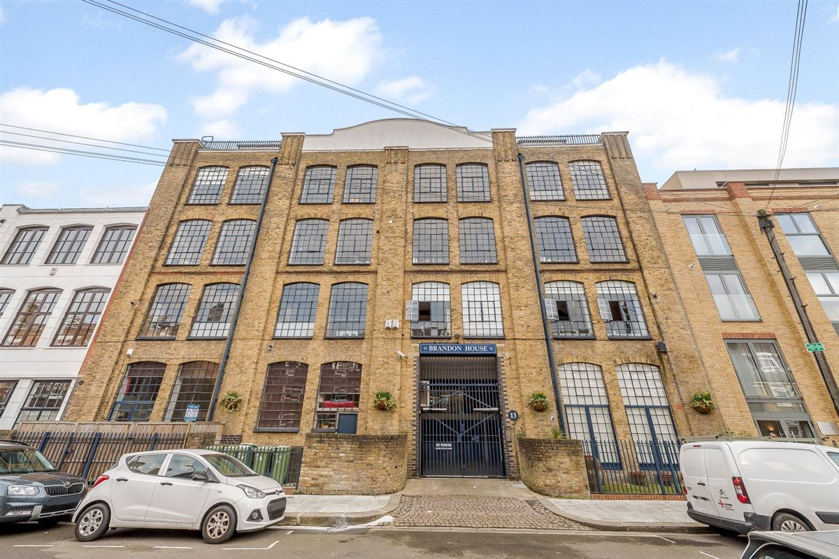 Mansions in A truly spectacular and absolutely unique three bedroom warehouse conversion