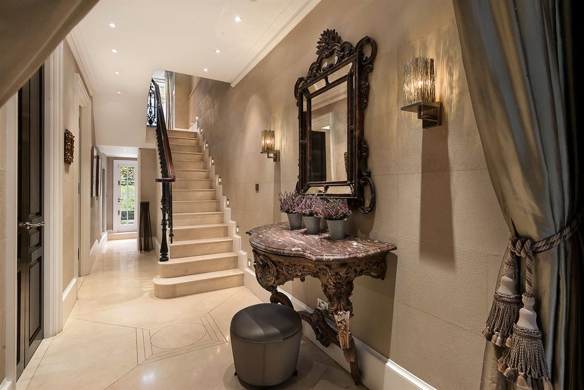 Mansions in beautiful home with excellent entertaining space