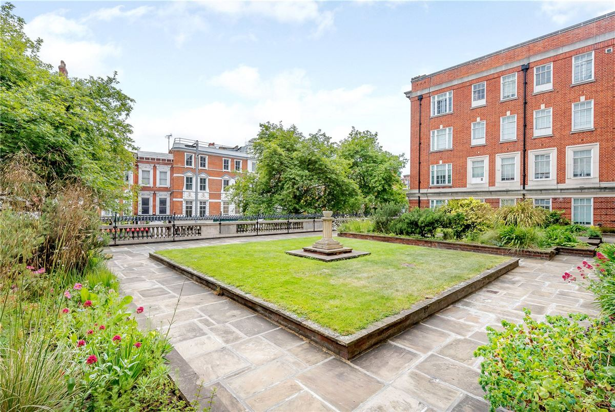 a well-presented apartment in an attractive mansion block luxury properties