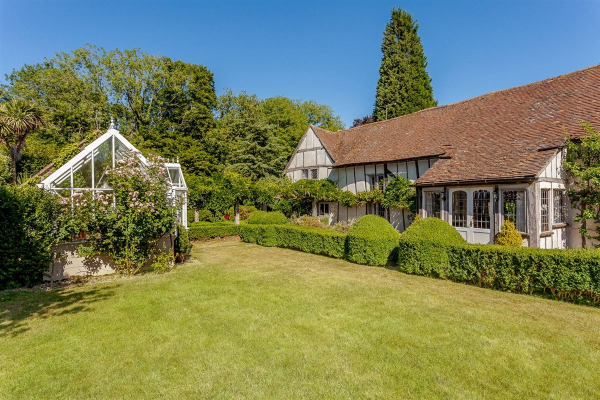 Luxury homes in this lovely property is amidst picturesque gardens