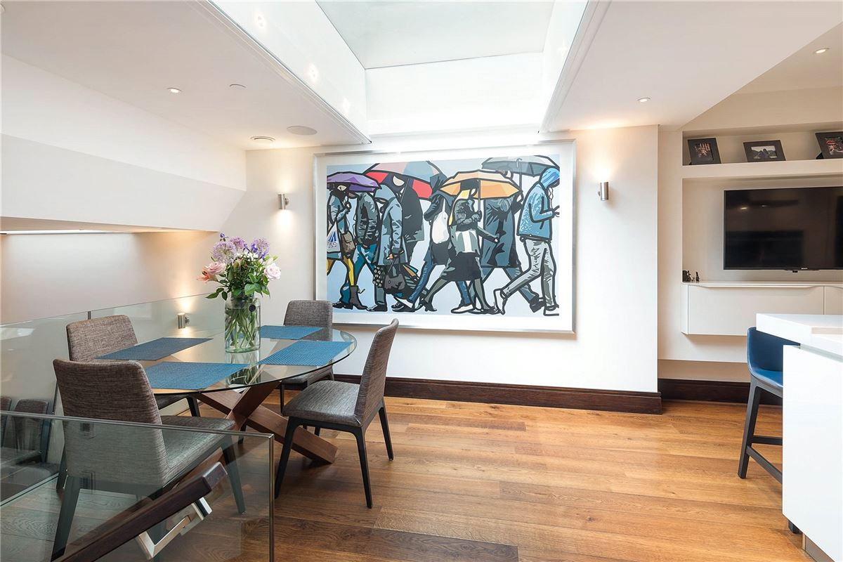 Luxury homes excellent renovated five bedroom townhouse