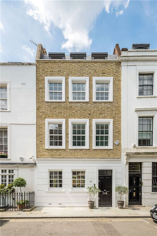 Luxury homes in excellent renovated five bedroom townhouse
