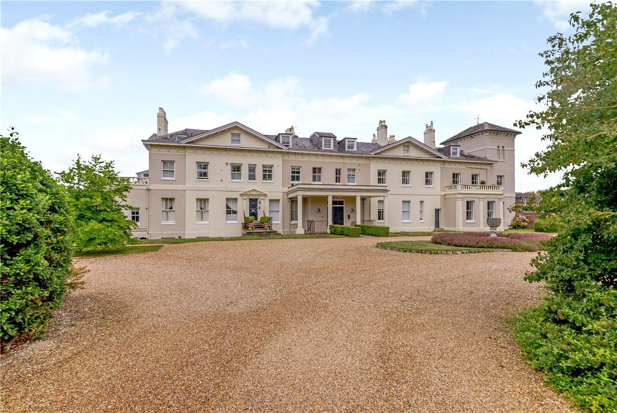 Luxury homes in spacious ground floor apartment in Arlebury Park House