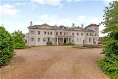 Mansions in spacious ground floor apartment in Arlebury Park House