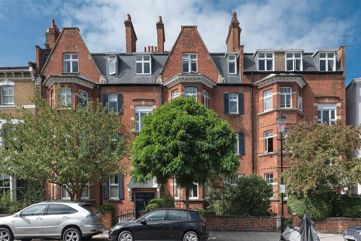 bright and spacious second floor flat mansions