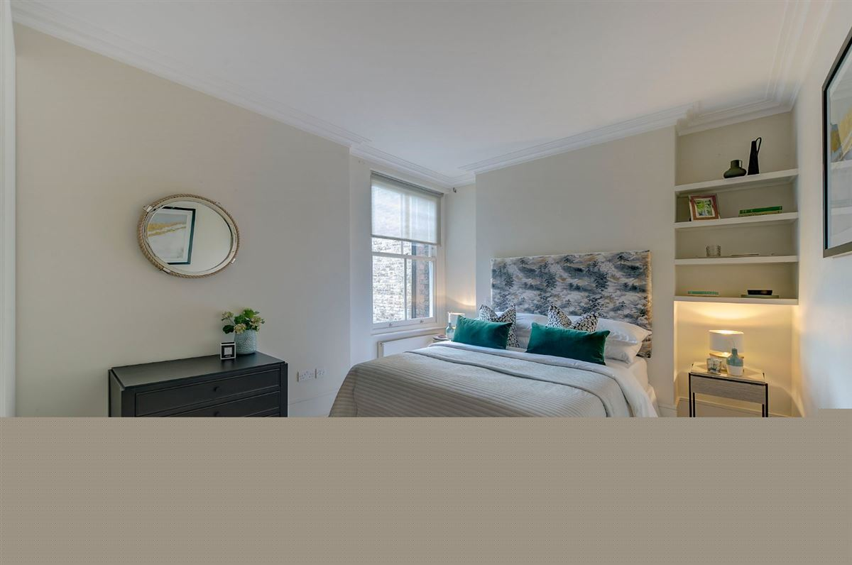 Luxury properties bright and spacious second floor flat