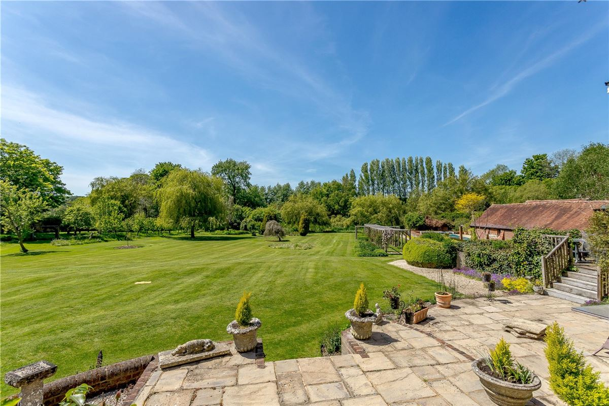 Luxury homes wonderful family home on the River Itchen