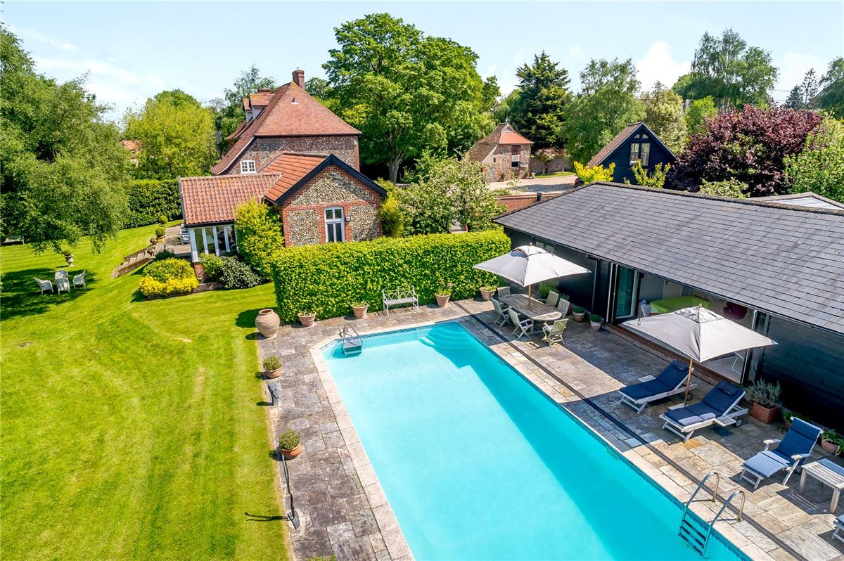Mansions in spacious home boasts stunning gardens and grounds