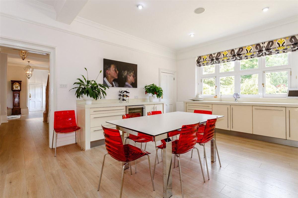 Luxury properties Thundridge House