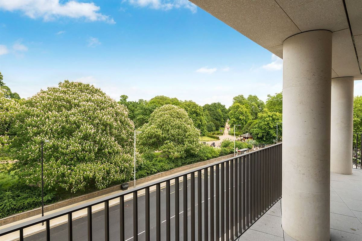 Luxury properties five bedroom apartment overlooking Kensington Palace Gardens
