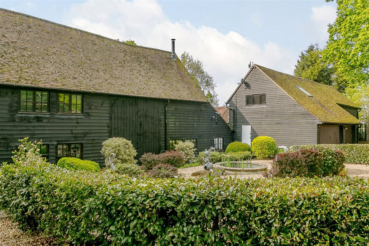 Mansions in Upper Swaynes Barn