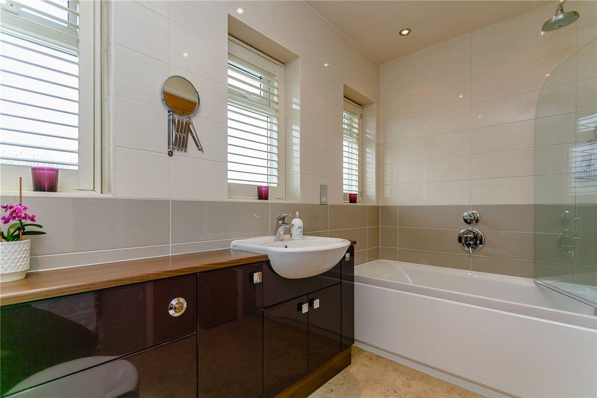 substantial East Horsley home luxury properties