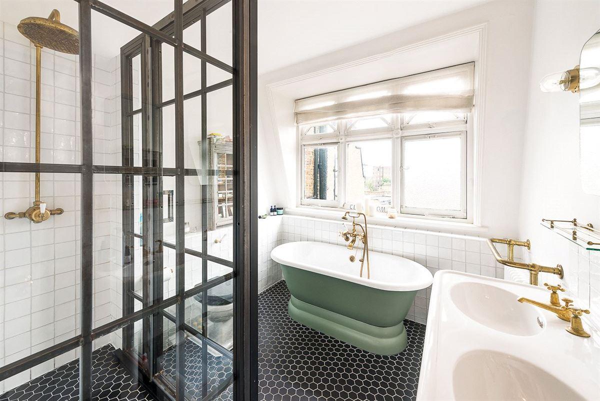 Luxury properties refurbished top floor apartment