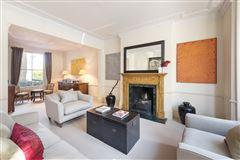 Luxury homes in impressive five bedroom home