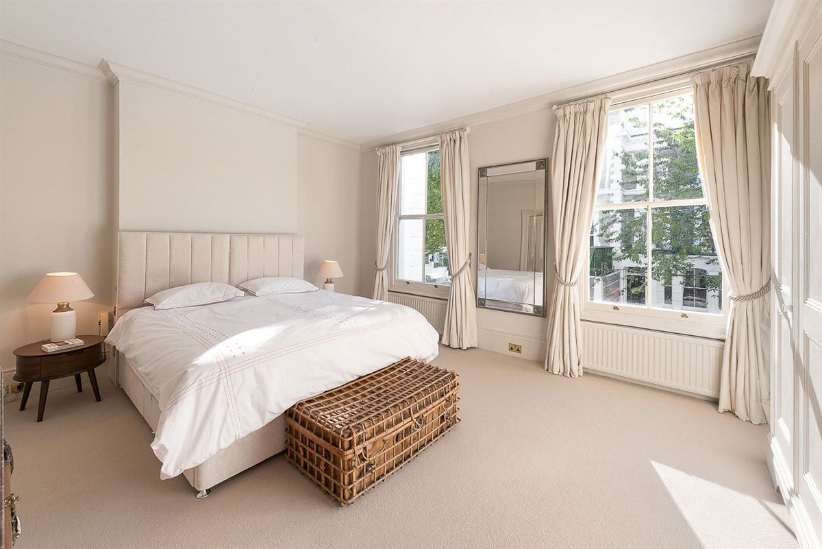 impressive five bedroom home luxury homes