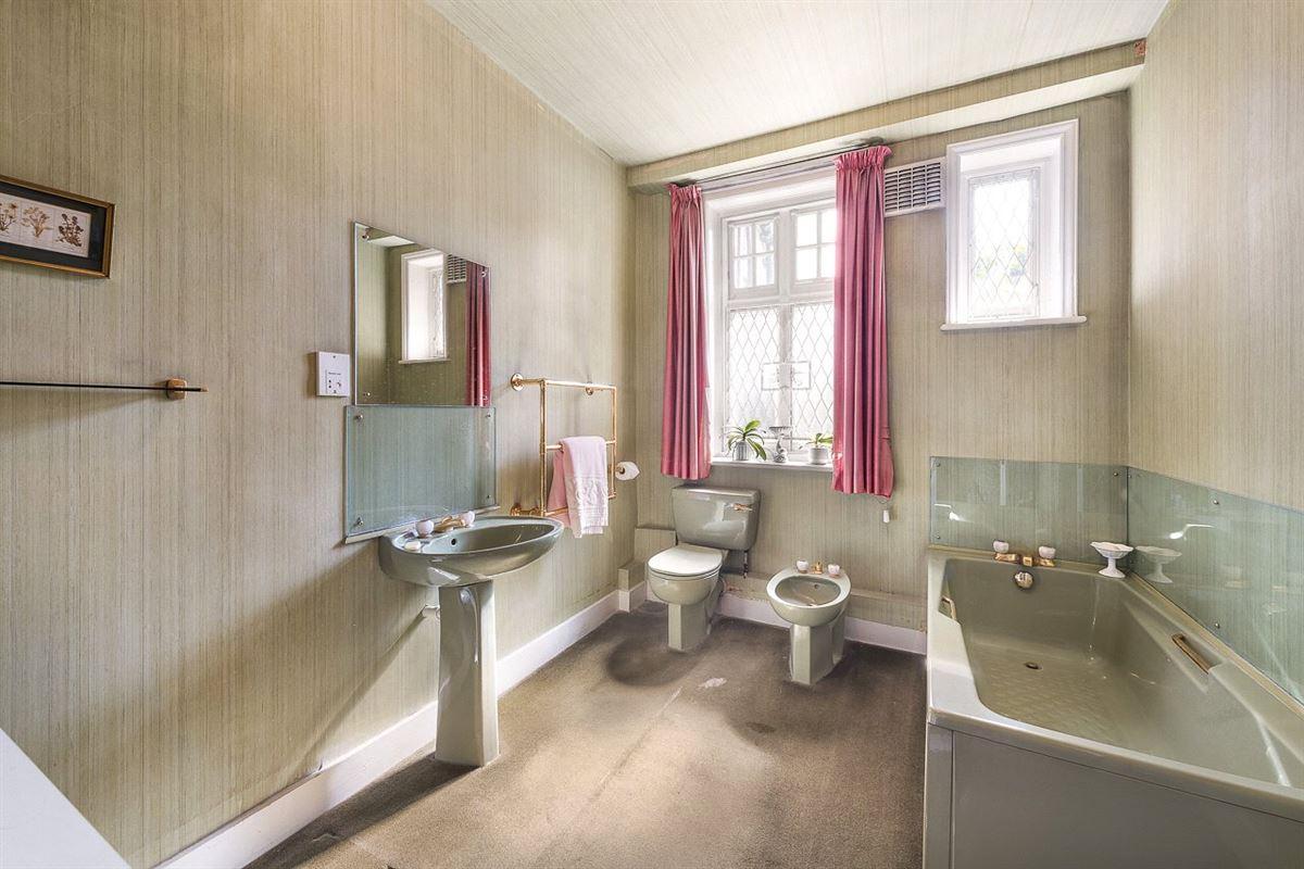 Luxury properties five bedroom first floor apartment