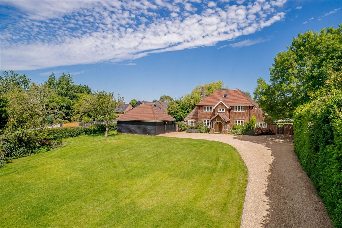A splendid home renovated and extended to a high standard luxury homes