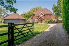 A splendid home renovated and extended to a high standard mansions