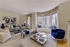 Luxury properties enviable position in Grosvenor Crescent Mews