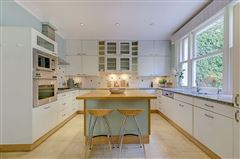 enviable position in Grosvenor Crescent Mews luxury properties