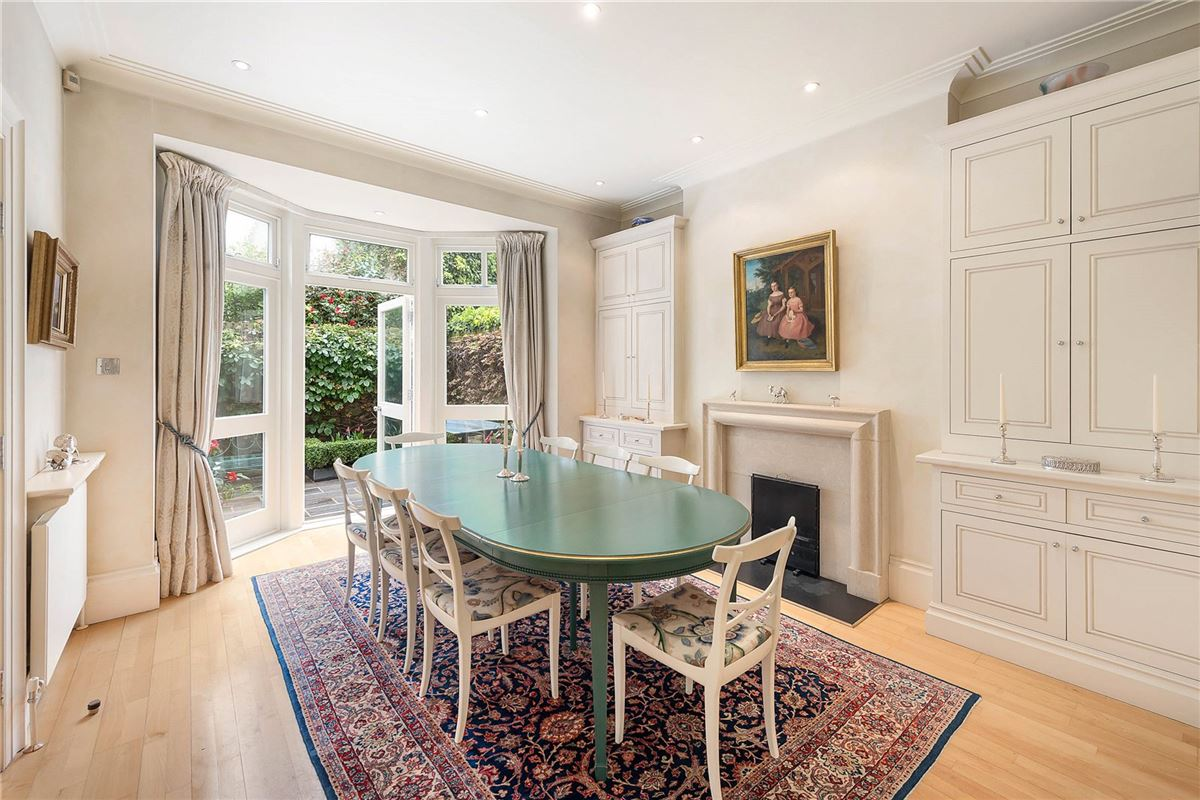 Luxury homes enviable position in Grosvenor Crescent Mews