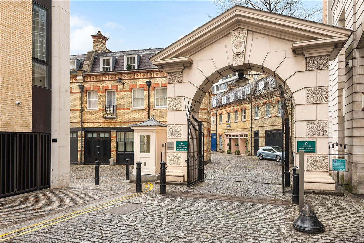 Mansions enviable position in Grosvenor Crescent Mews