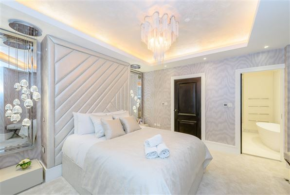 Luxury homes in exceptional four bedroom property