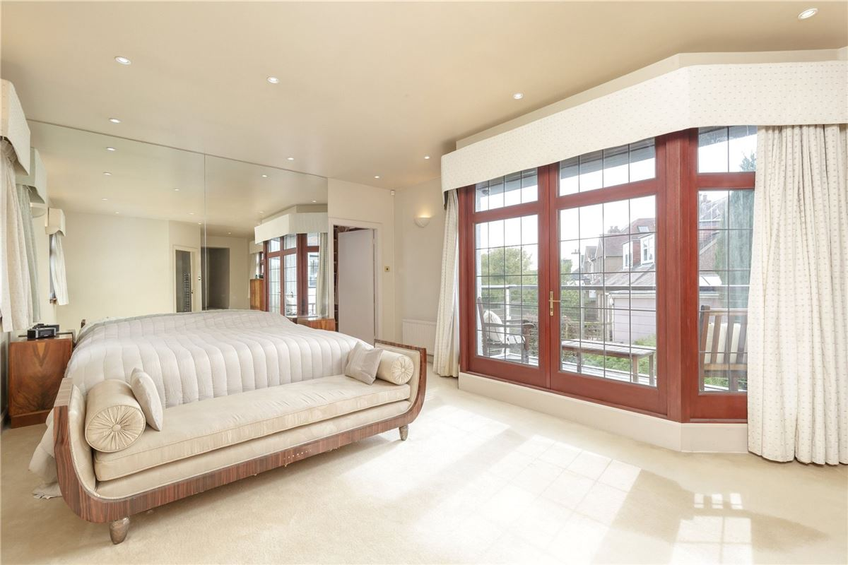Luxury real estate an enchanting property in the heart of Ravelston
